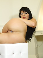 Black haired MILF with a stuffed butt