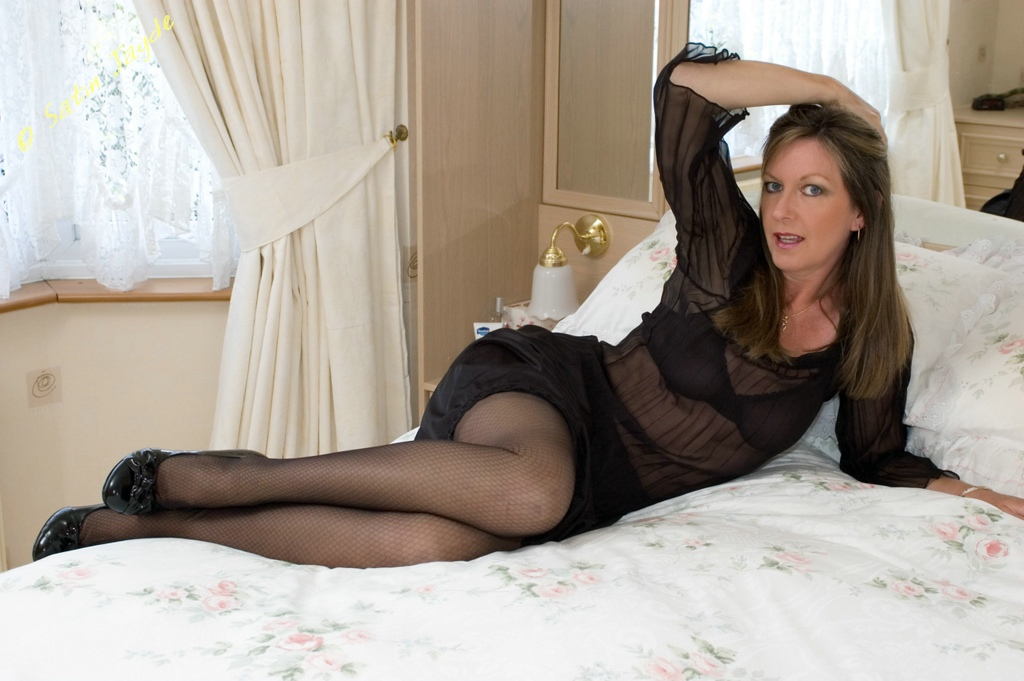 Milf jayde in sheer panties masturbates with vibe
